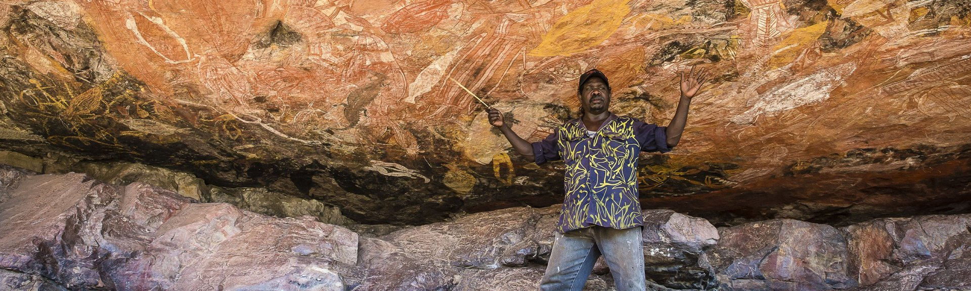 Injalak Arts Rock Art Tour. Roland Burrunali tour guide. Photo: Richard L'Anson.